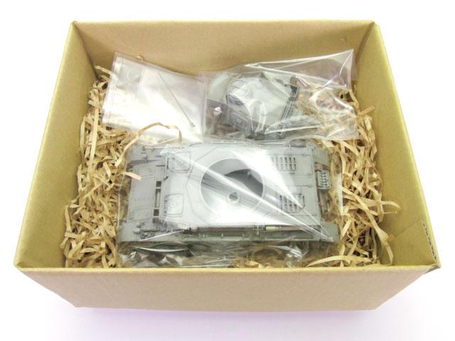 ④キット元箱や適当なダンボールに、紙パッキン等を敷き本体と全てのパーツを入れる。