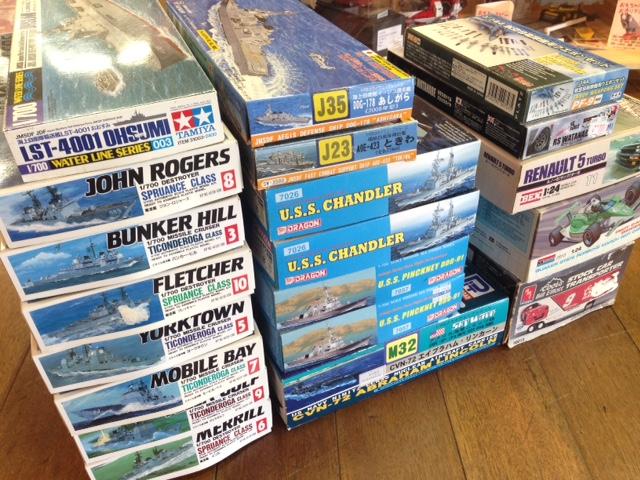 ピットロードアメリカ空母リンカーンCVN-72など艦船模型をお売り頂きました。