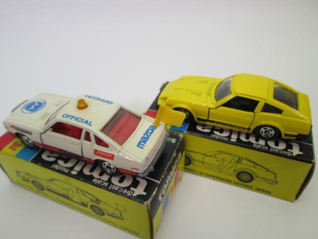 トミカ黒箱、ニッサン フェアレディ280 Z-Tとマツダ コスモAP オフィシャルカーの後部画像