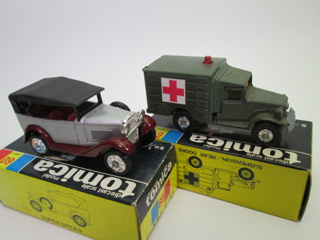 トミカ黒箱、トヨタ自衛隊救急車と ダットサン 第一号車