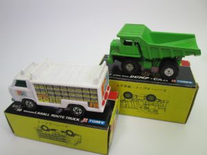 トミカ黒箱、No.59日立 ダンプ・カー(グリーン)とNo.87ニッサン キャブオール ルートトラック