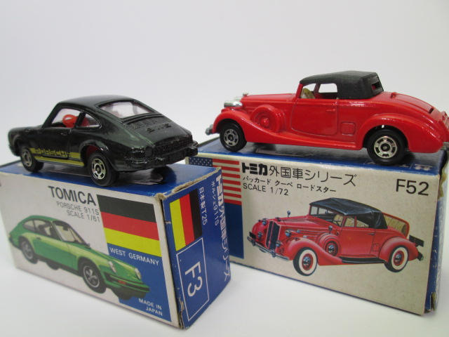 青箱トミカ、F3ポルシェ 911S とF52パッカード クーペ ロードスター後部