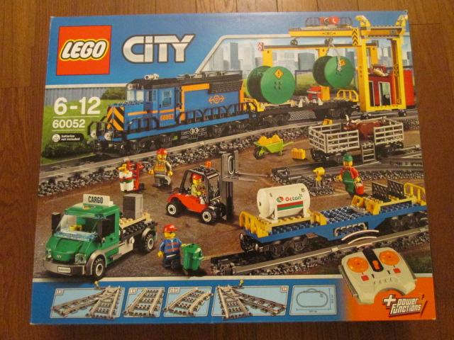 レゴ シティ60052カーゴトレインをお売り頂きました。
