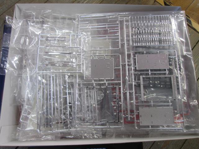 買取紹介:アオシマ 日野プロフィア冷凍車 サイド観音扉仕様のパーツ内容