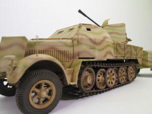 8tハーフトラックFlaK43/37mmプラモデル完成品を買取させて頂きました。