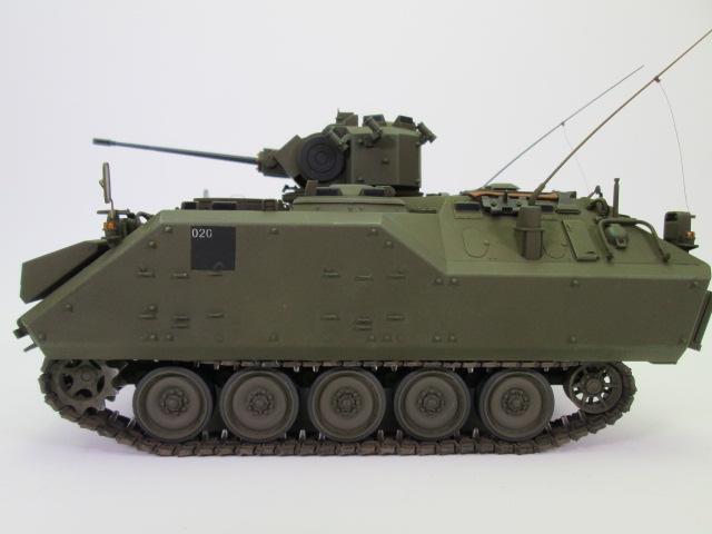 塗装済1/35 YPR-765 装甲歩兵戦闘車 側面
