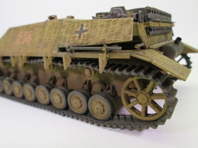 買取紹介、塗装済みのⅣ号駆逐戦車 履帯部分