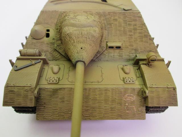 買取紹介、塗装済みのⅣ号駆逐戦車 正面