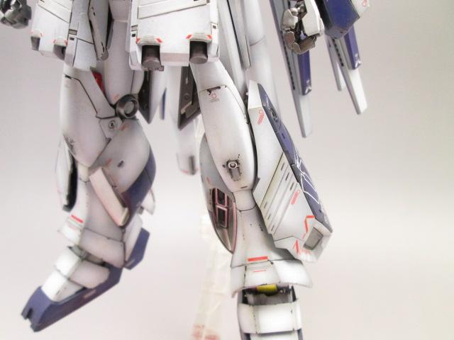 MG 1/100 Hi-νガンダム Ver.Ka + HWS拡張セット塗装済完成品の脚部