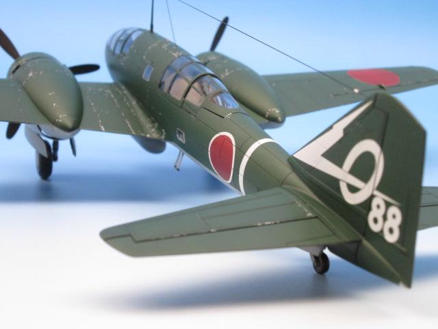 1/48 百式司令部偵察機 Ⅲ型 塗装済みプラモデル 尾翼