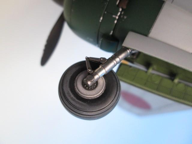 1/48 百式司令部偵察機 Ⅲ型 塗装済みプラモデル 着陸脚
