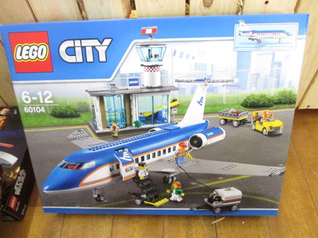 レゴ シティ 60104 空港ターミナルと旅客機