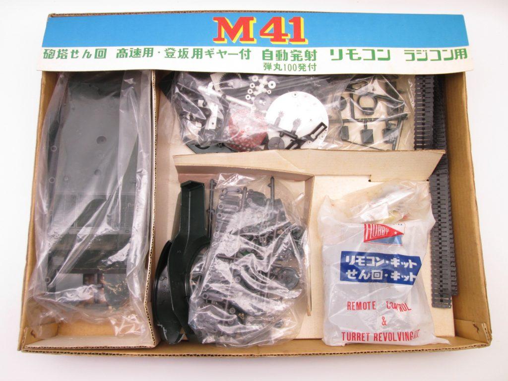 日本ホビー工業 ウォーカーブルドッグのキット内容