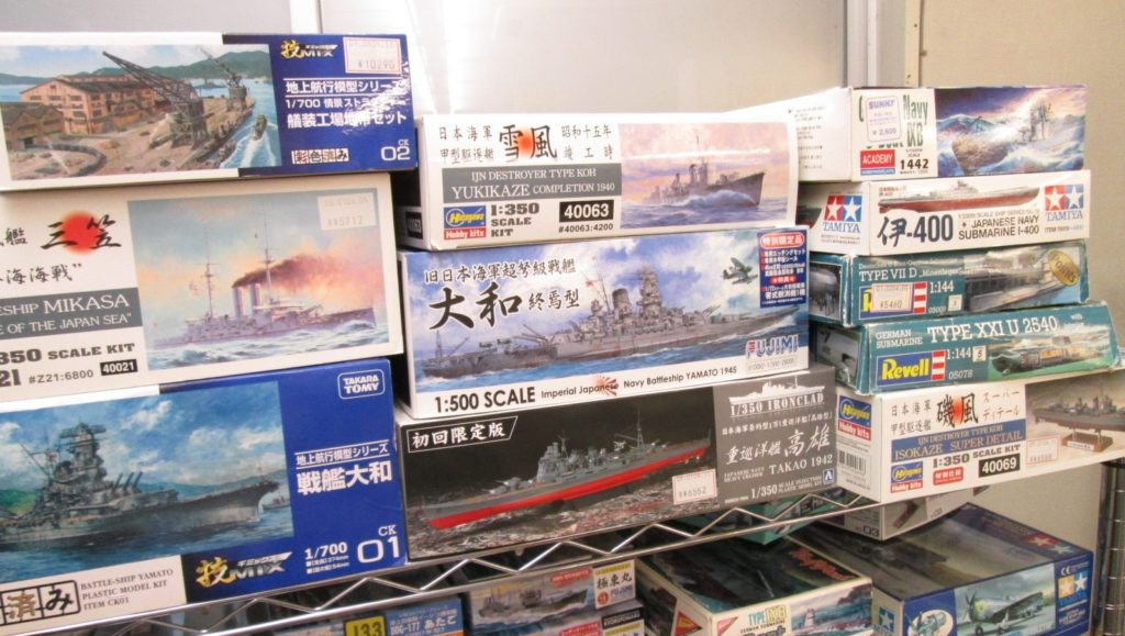 戦艦大和などの艦船模型も多数。