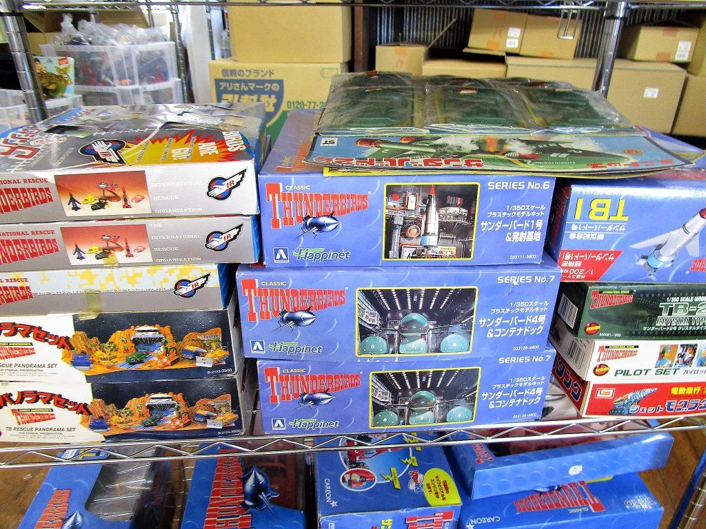 プラモデル、おもちゃ、フィギュアと様々なサンダーバードグッズ