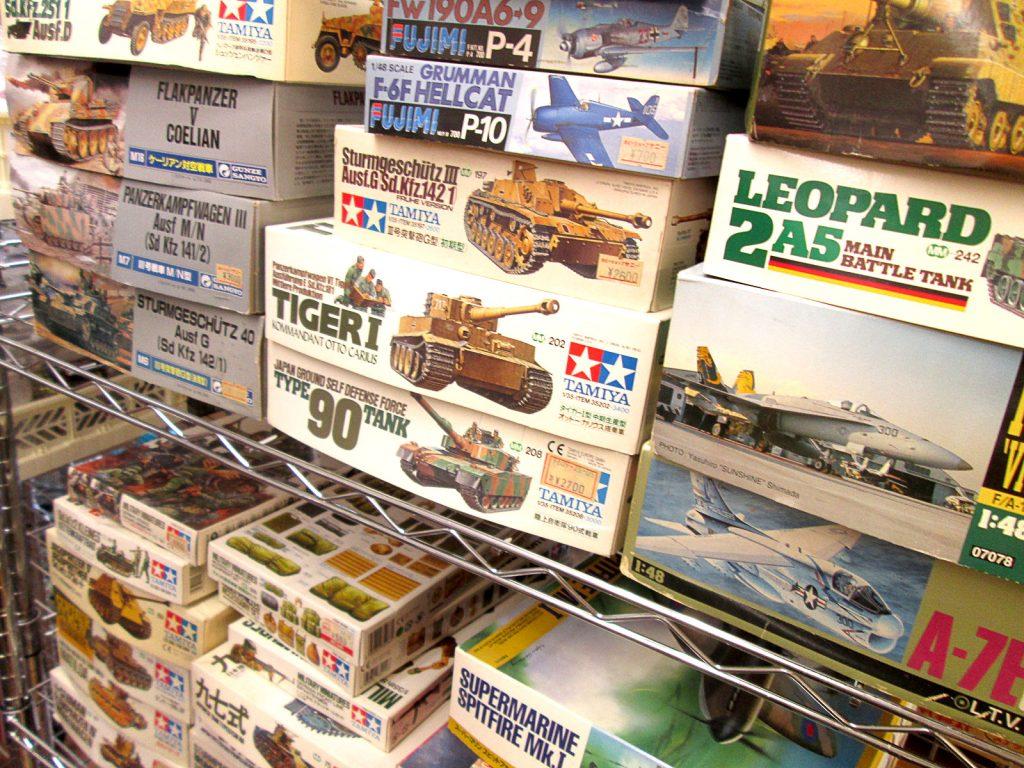 東京都よりグンゼやドラゴン等の戦車や飛行機プラモデルをお譲り頂きました