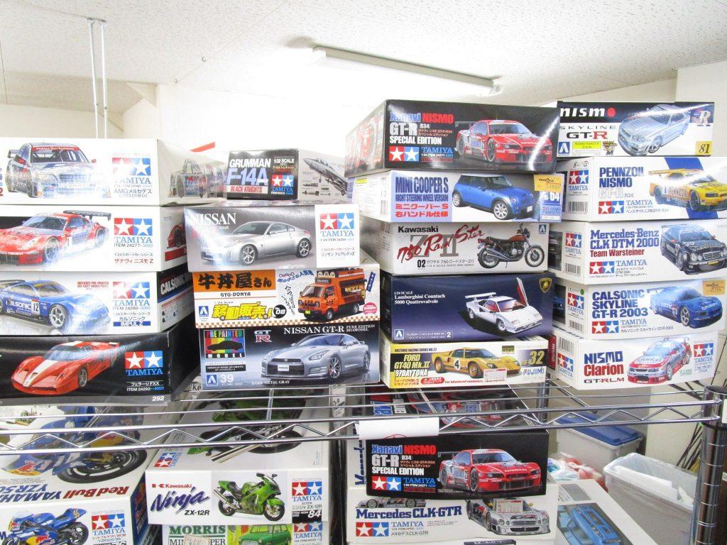 ザナヴィニスモやフェラーリなどのカーモデル