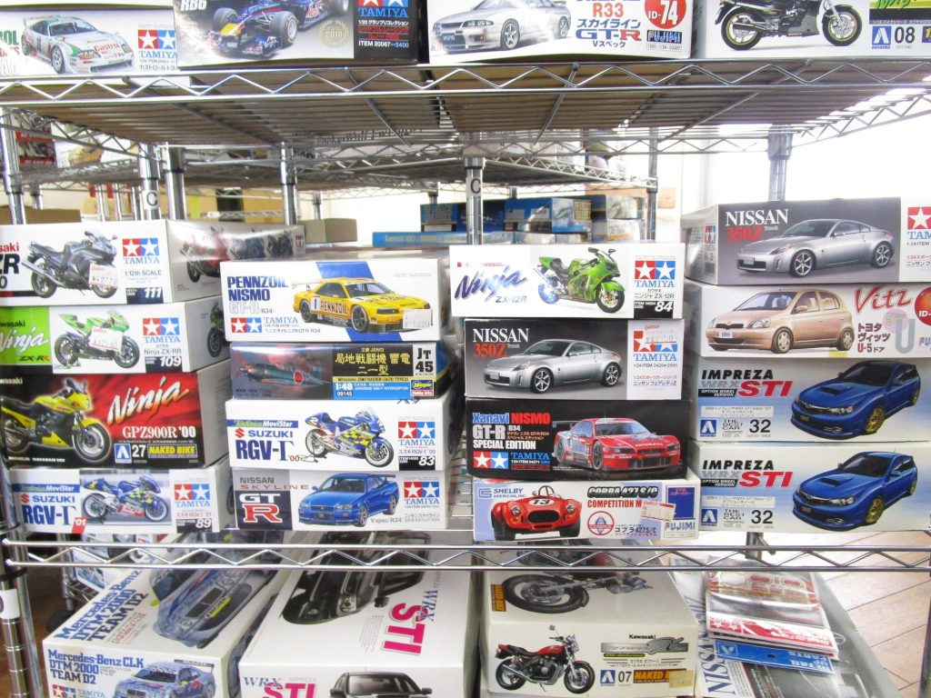 ペンズオイルやメルセデス・ベンツなどのカーモデル各種