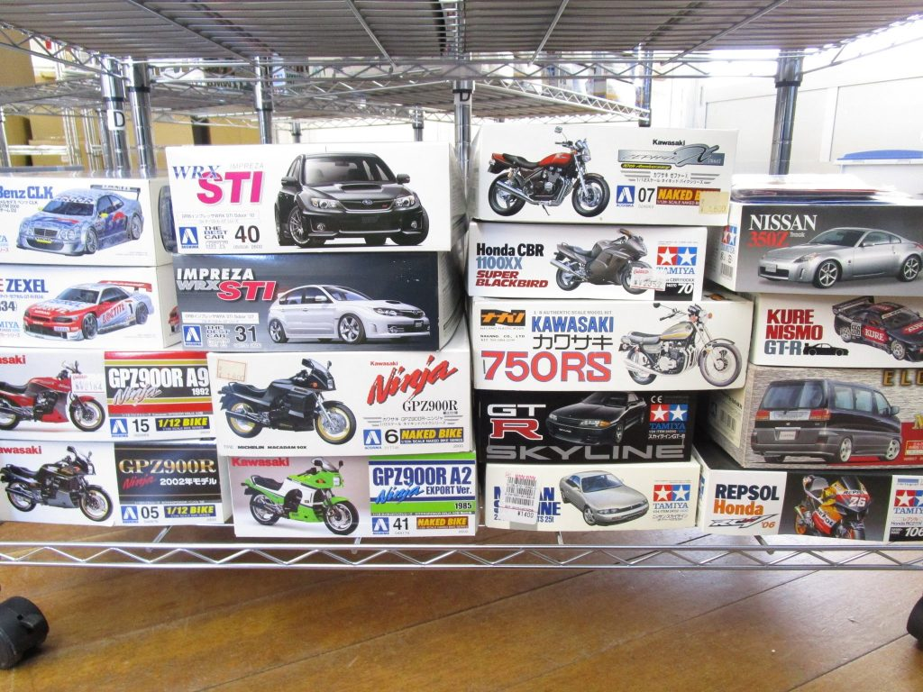 エルグランドやフェアレディ、カワサキ750RSやニンジャなどのプラモデル