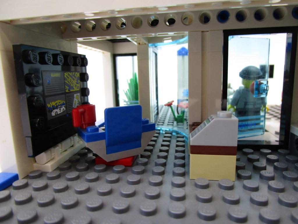 7498 レゴ シティ ポリスステーション1階部分