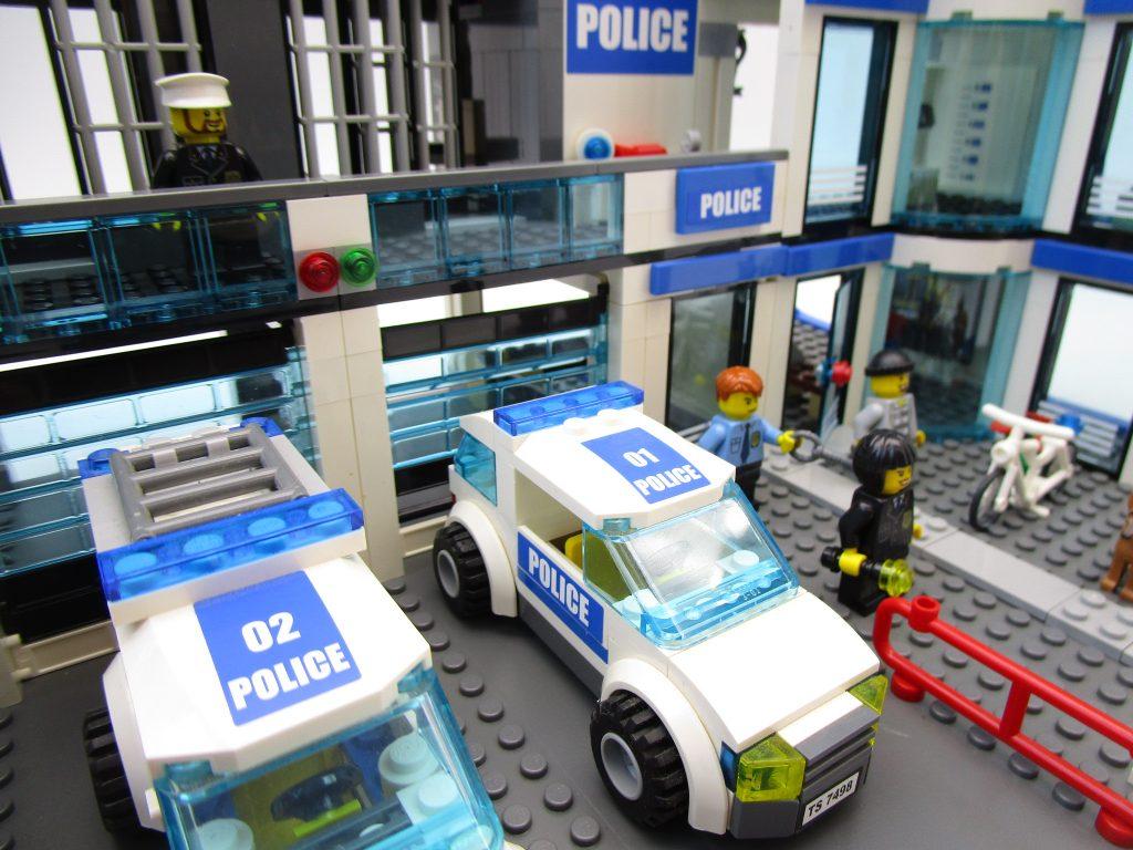 レゴ シティ 7498 ポリスステーション パトロールカー