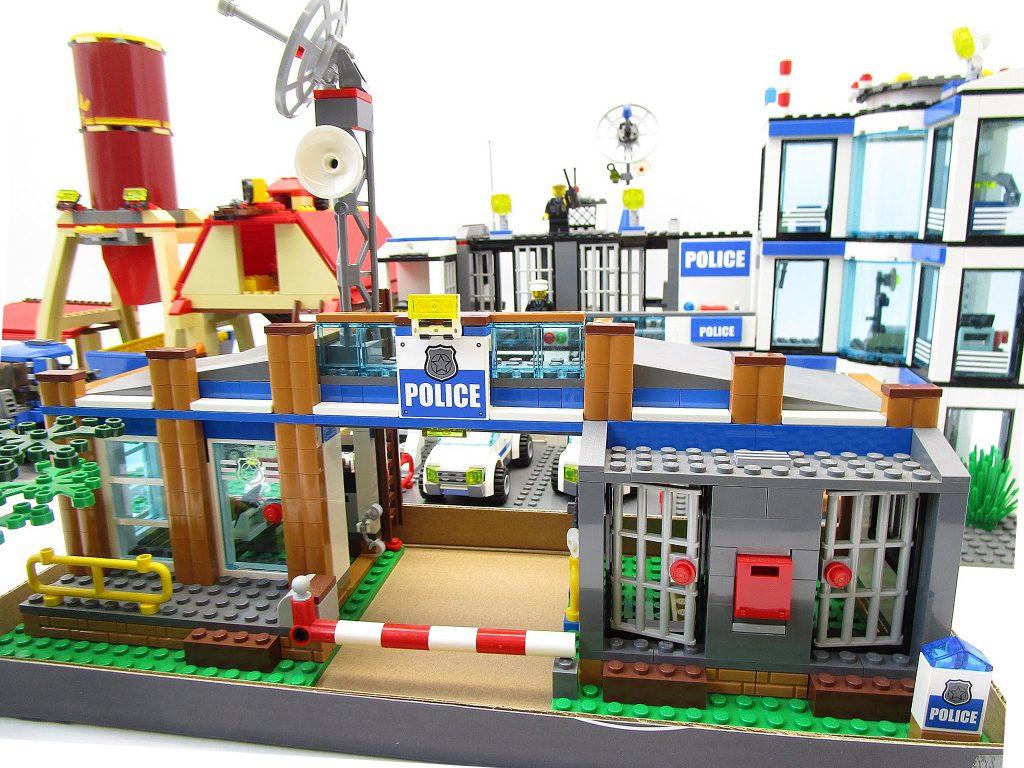 レゴシティ 7498 ポリスステーション等、組立て済みレゴをまとめて買取頂きました!