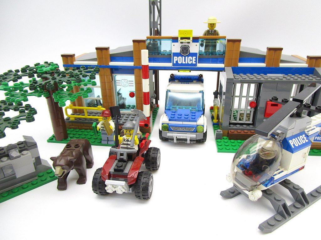 レゴ シティ 4440 フォレスト ポリスステーション