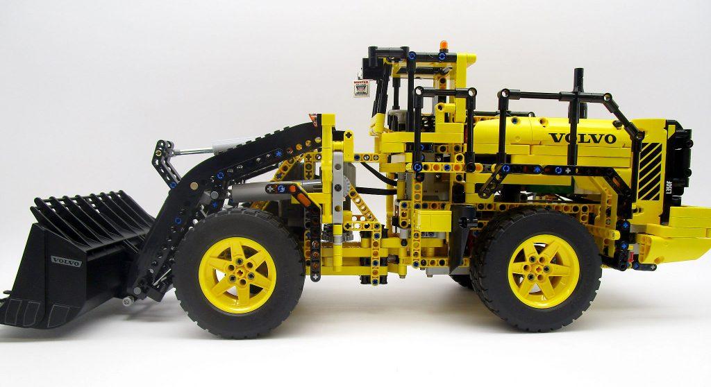 LEGO テクニック 42030 Volvo L350F ホイールローダーの側面