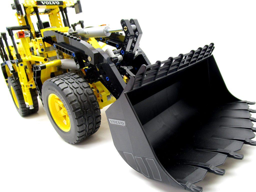 LEGO テクニック 42030 Volvo L350F ホイールローダーバケット拡大