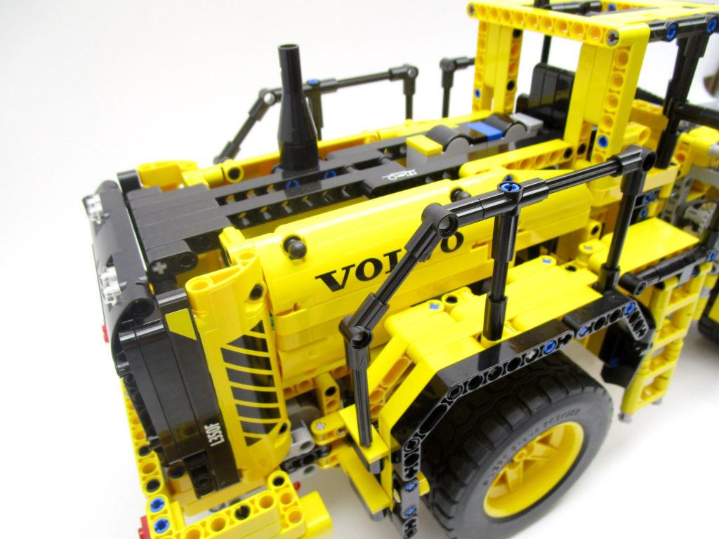 LEGO テクニック 42030 Volvo L350F ホイールローダーのフロント部分