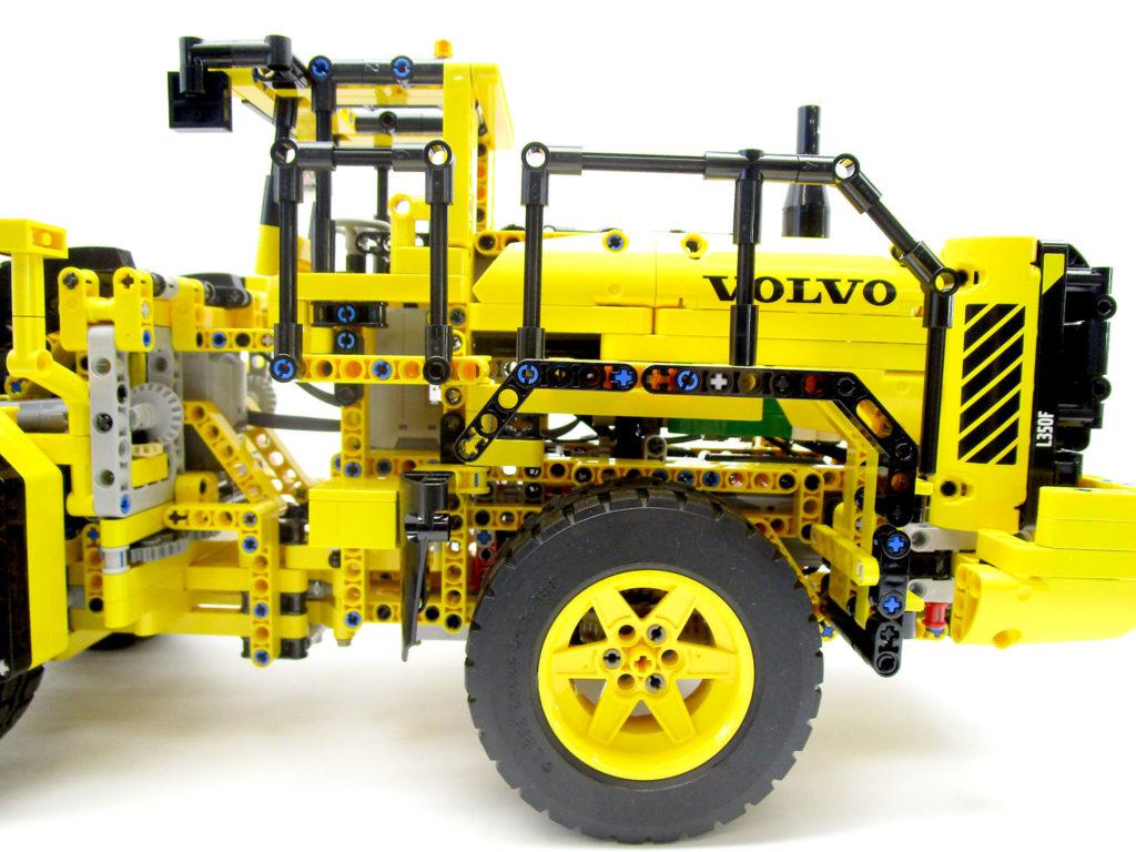 LEGO テクニック 42030 Volvo L350F ホイールローダーの後部