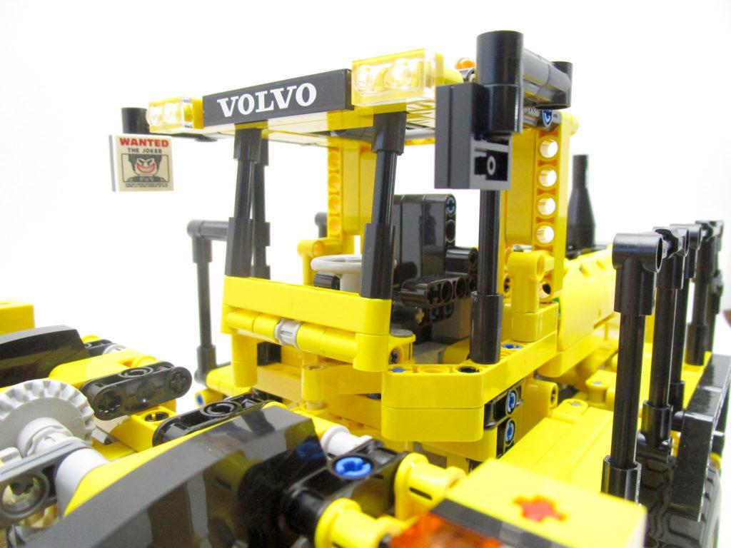 LEGO テクニック 42030 Volvo L350F ホイールローダーの運転席