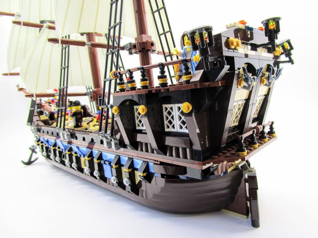 LEGOパイレーツ 10210 インペリアル フラッグシップの船尾から船首方向の画像