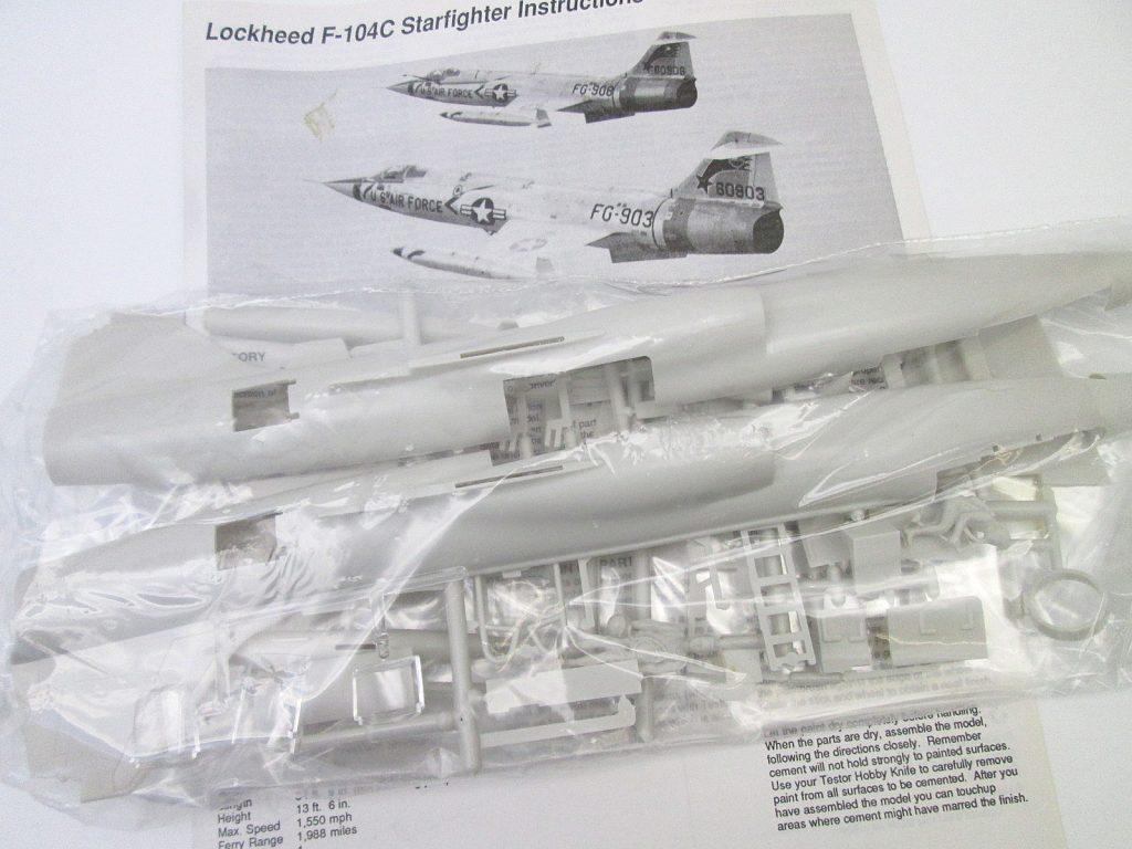 TESTORS 1/48 F-104C スターファイター キット内容