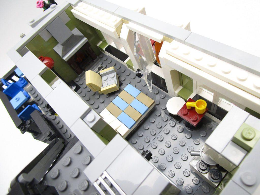 LEGO クリエイター 10243 パリのレストラン 暖炉のあるアパート室内