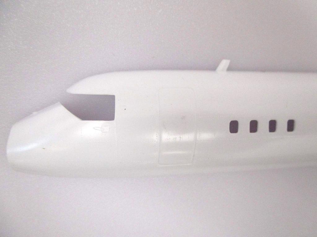 バンダイ 1/72 YS-11 機首