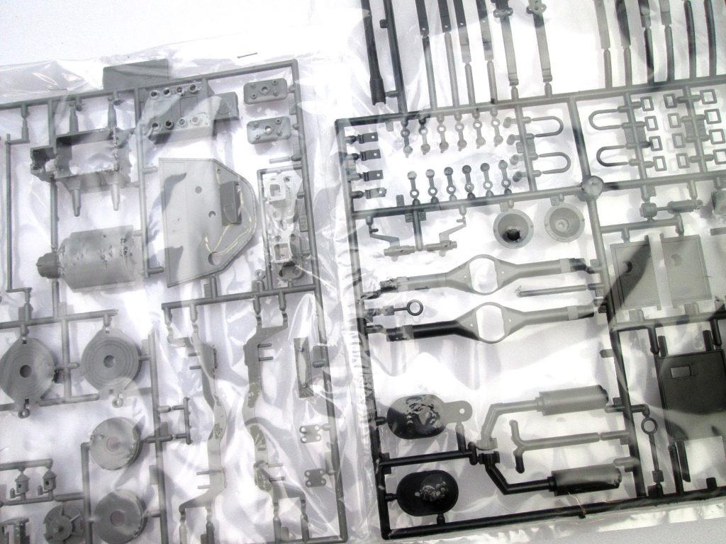 バンダイ 1/16 イターラ model 1905 エンジン部分
