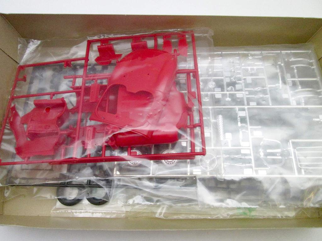 フジミ 1/24 ジャガー XK SS エンスージアストモデルのキット内容