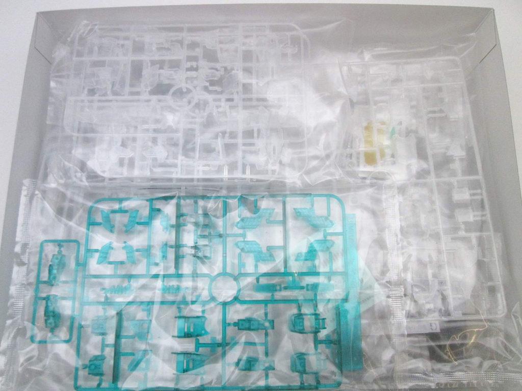 バンダイ MG 1/100 ユニコーンガンダム グリーンフレーム カラークリア キット内容
